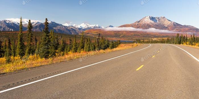 Autobahn Kurve Wilderness Road Alska Berglandschaft