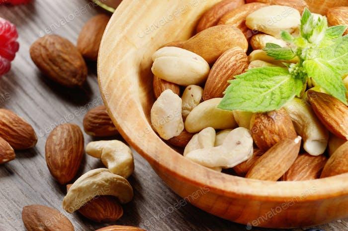 Nüsse in einer Schüssel