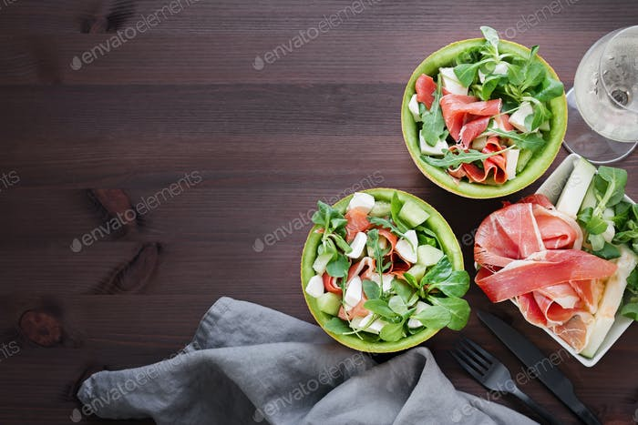 Mediterraner Salat mit Melone, Jamon und Mozzarella