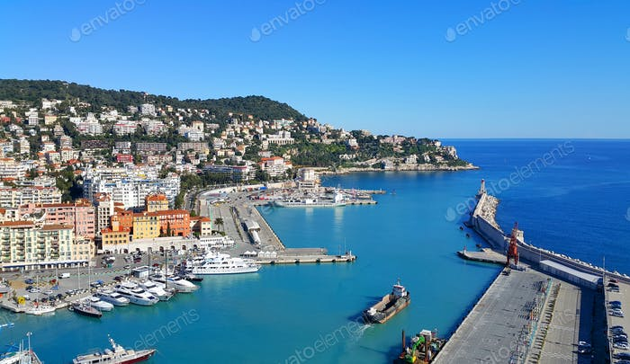 Stadt und Hafen von Nizza in Frankreich