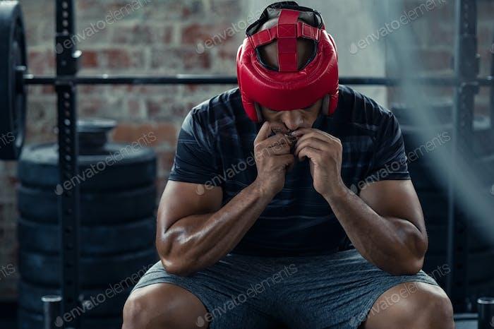 Boxer Mann Vorbereitung auf den Kampf