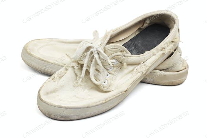 Alte abgenutzte Canvas-Schuhe