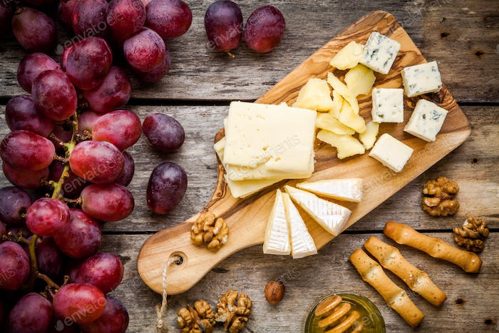 Emmental, Camembert cheese, blue cheese, bread sticks, walnuts, hazelnuts, honey, grapes