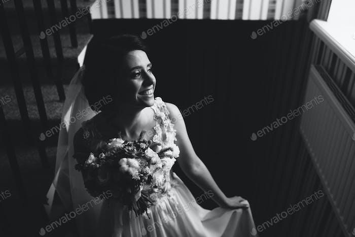 Braut posiert auf der Kammer