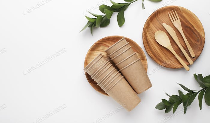 Eco-food cups are made from recycled kraft paper and wood plates