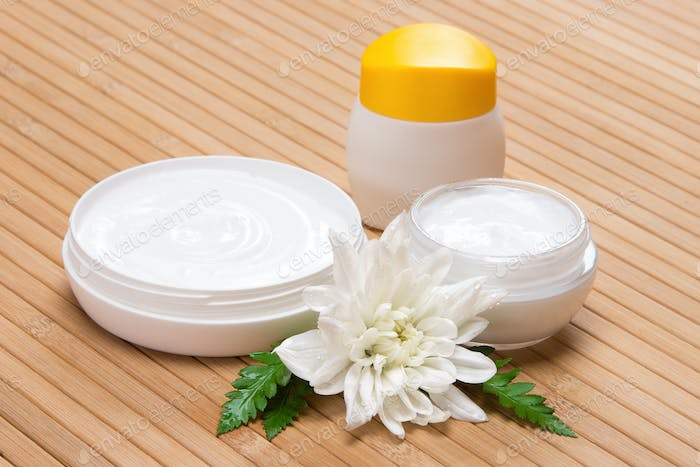 Natural moisturizing face and body cream