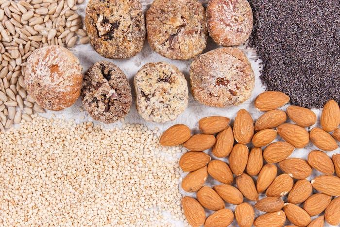 Natürliche Lebensmittel mit Kalzium, Mineralien und Ballaststoffen, gesundes Ernährungskonzept