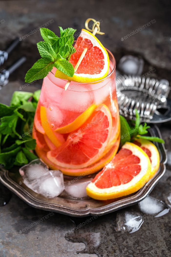 Grapefruit and fresh mint cocktail with juice