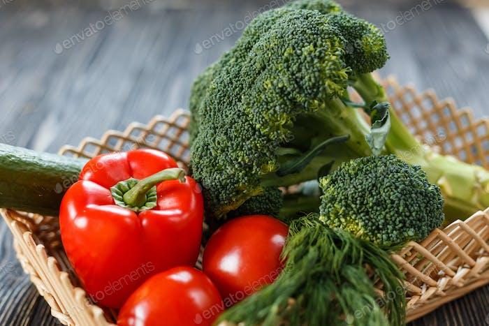 Zusammensetzung mit Vielzahl von rohem Gemüse. Vegetarische Ernährung.