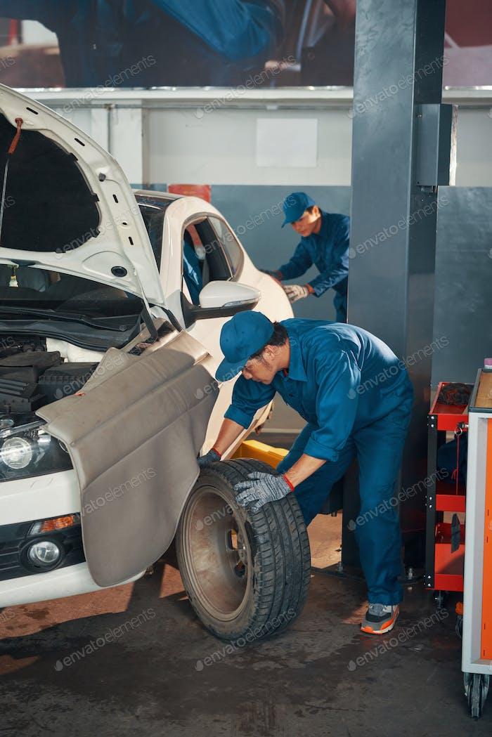 Changing car wheels