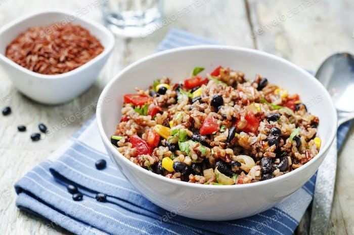 frijoles negros maíz blanco y arroz rojo