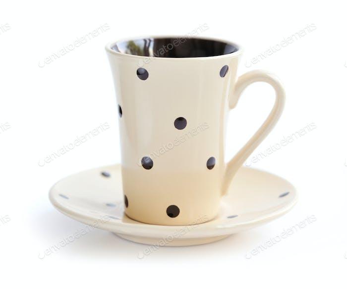 Kaffeetasse und Untertasse isoliert auf weiß