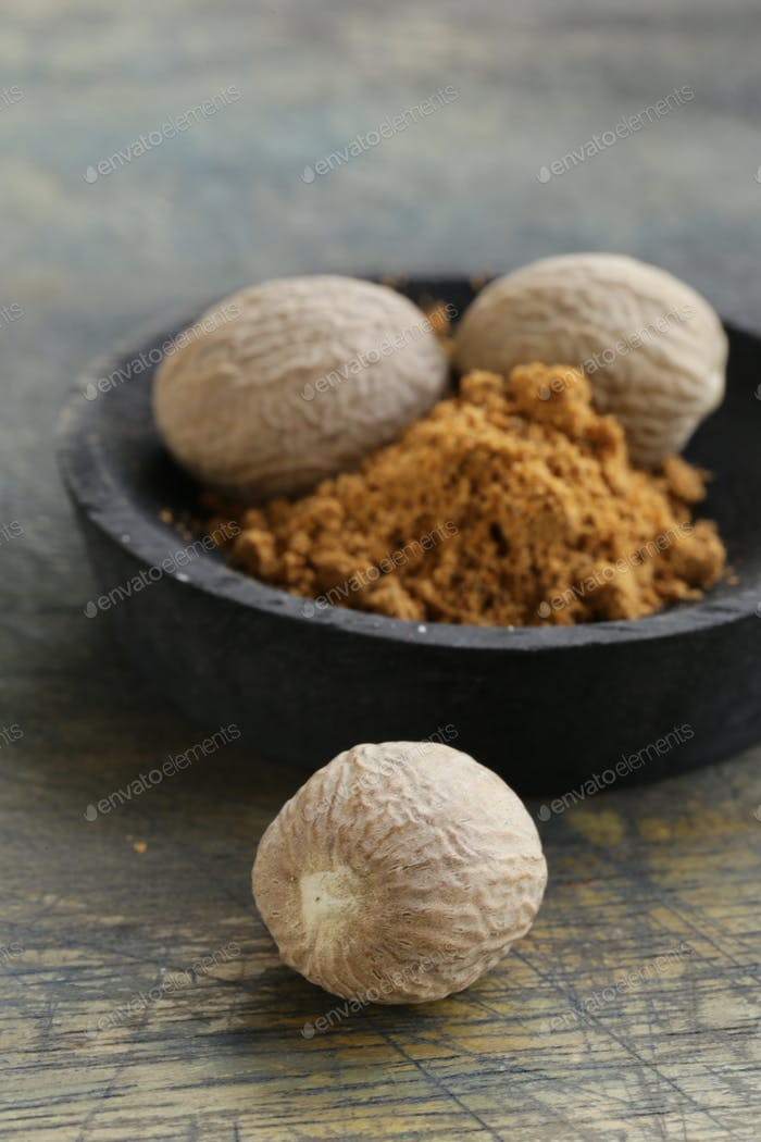 Nutmeg Whole and Grated