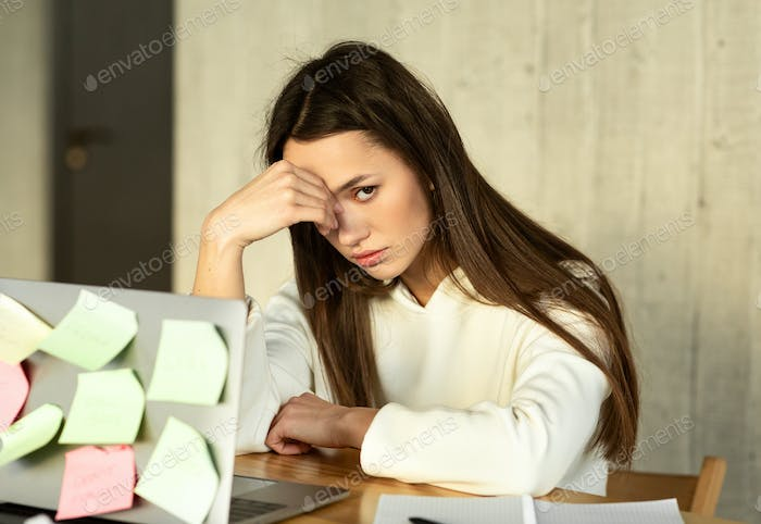Girl in front of computer with task stickers