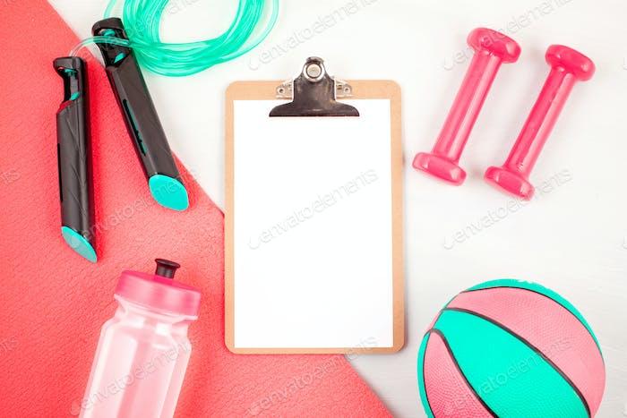 Плоская укладка гантелей, спортивного и фитнес-оборудования