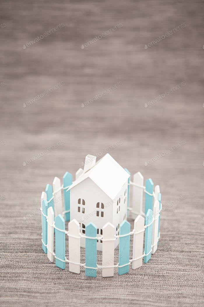 Isoliertes Haus, soziales Distanzkonzept