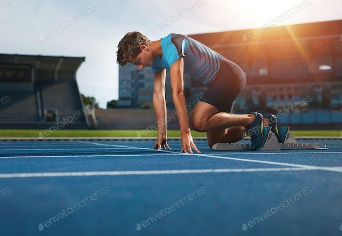 Läufer bereit für sportliche Übungen