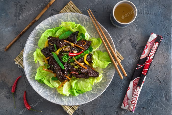 Asian stir-fry liver with bell pepper, carrots and onion. With greens and rice
