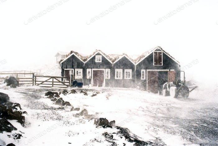 Schneesturm auf dem Bauernhof