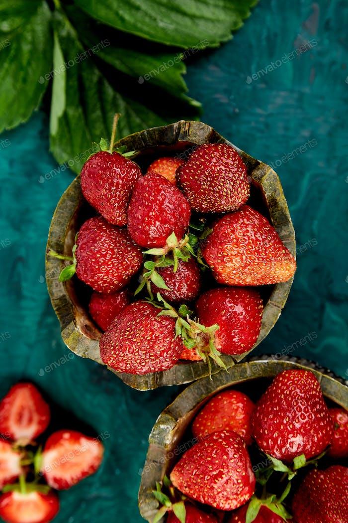 Erdbeere in den Schalen