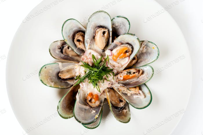 mussels baked with sauce