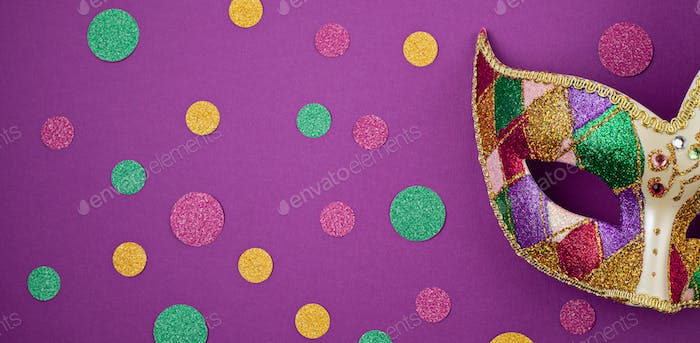 Banner with Festive, colorful mardi gras or carnivale mask and accessories