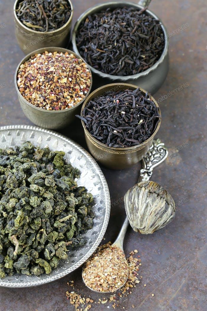 Verschiedene Sorten von trockenem Tee
