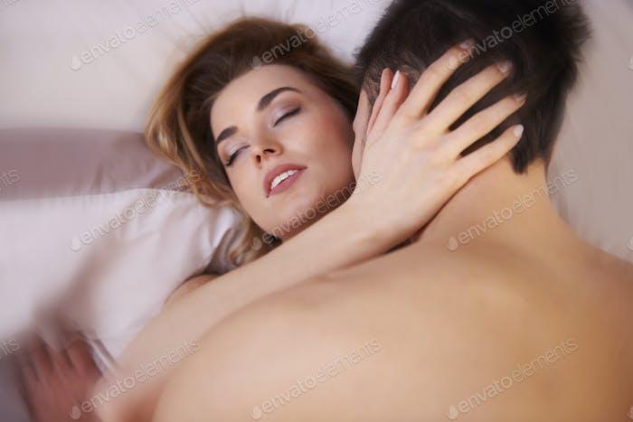 Sexuelle Szene der jungen erwachsenen paar