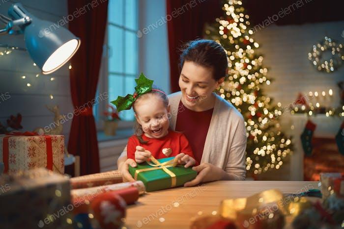 Mutter und Kind Verpackung Geschenke