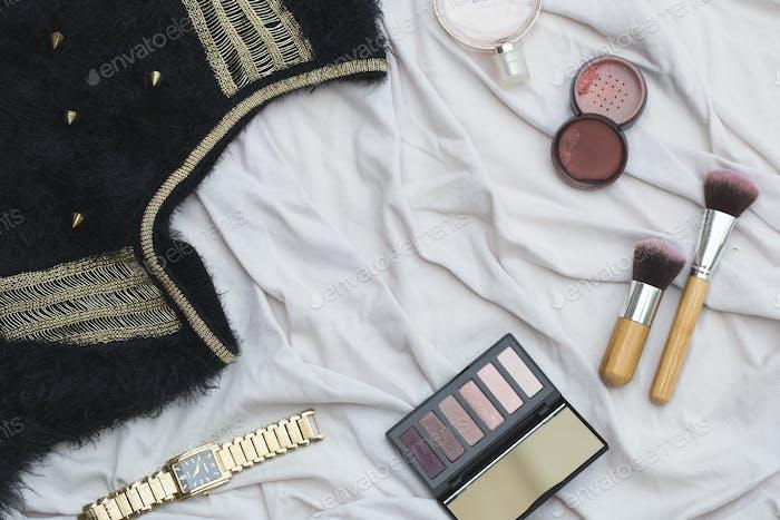 Профессиональные инструменты для макияжа, плоскость на белом фоне
