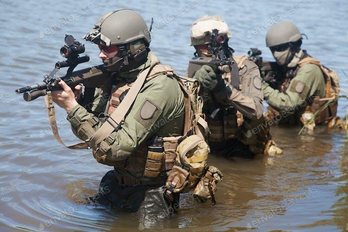 fuerzas especiales en el agua
