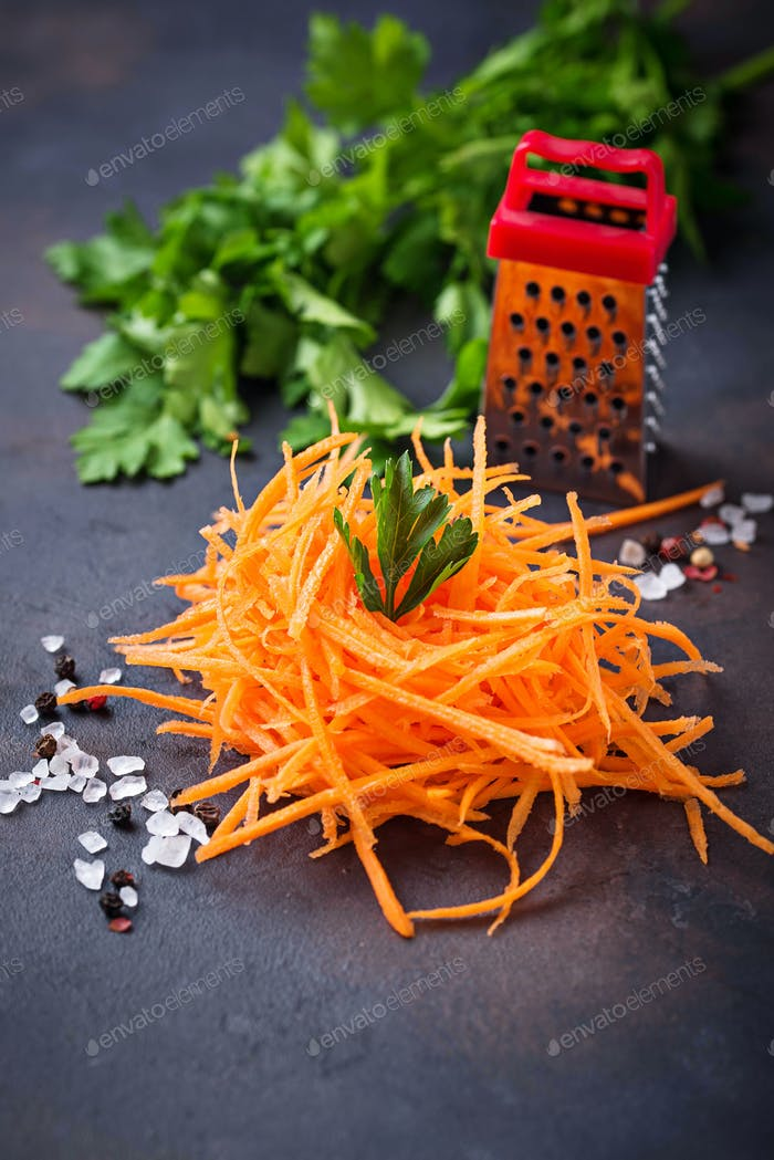 Healthy vegan carrot noodles