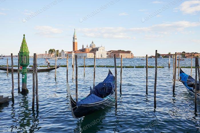 San Giorgio Maggiore Insel, Basilika und Gondelboote in Venedig, Italien