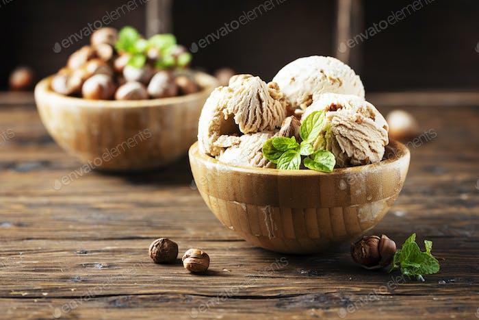 мороженое с фундуком