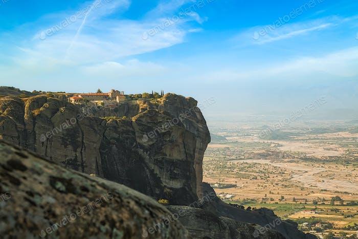 Altes Kloster auf dem Felsen in Meteora, Thessalien, Griechenland