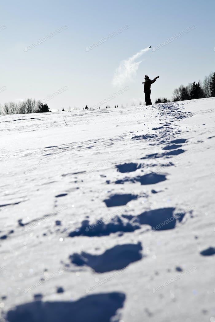 Fußabdrücke im Schnee