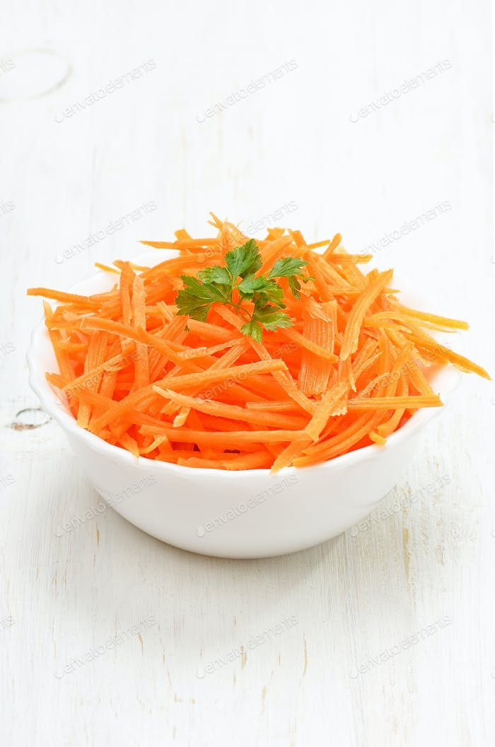 Grated carrot in bowl