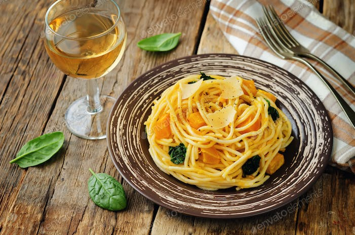 Pasta with pumpkin and spinach