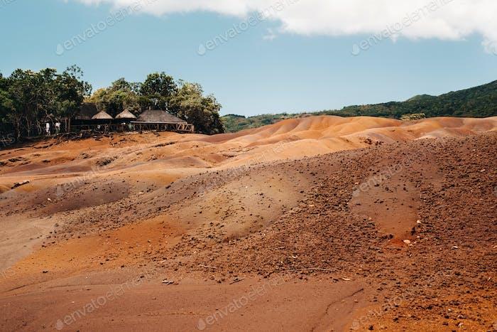 Sieben farbige Erden auf Mauritius, Naturschutzgebiet, Chamarel. Der grüne Wald liegt hinter uns.Mauritius