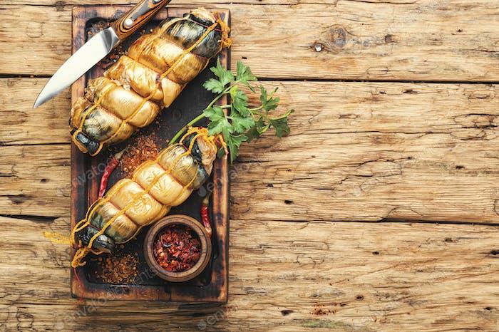 Teller mit geräuchertem Fisch