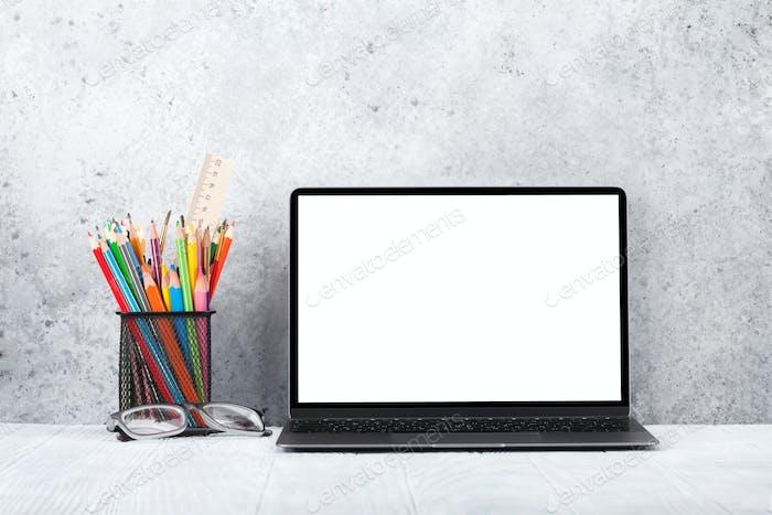 Loft Home Office Arbeitsplatz mit Laptop