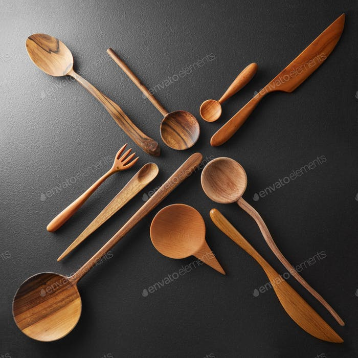 Wooden cutlery in the form of a cross