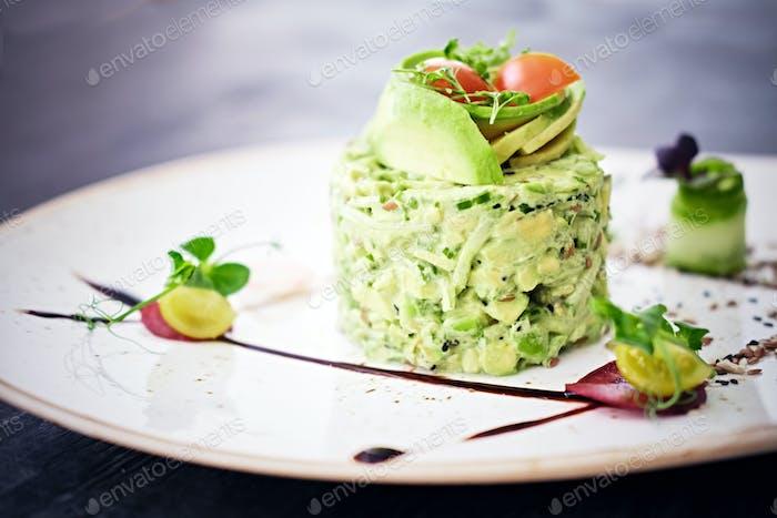 Gourmet frischer Salat mit Schokolade.