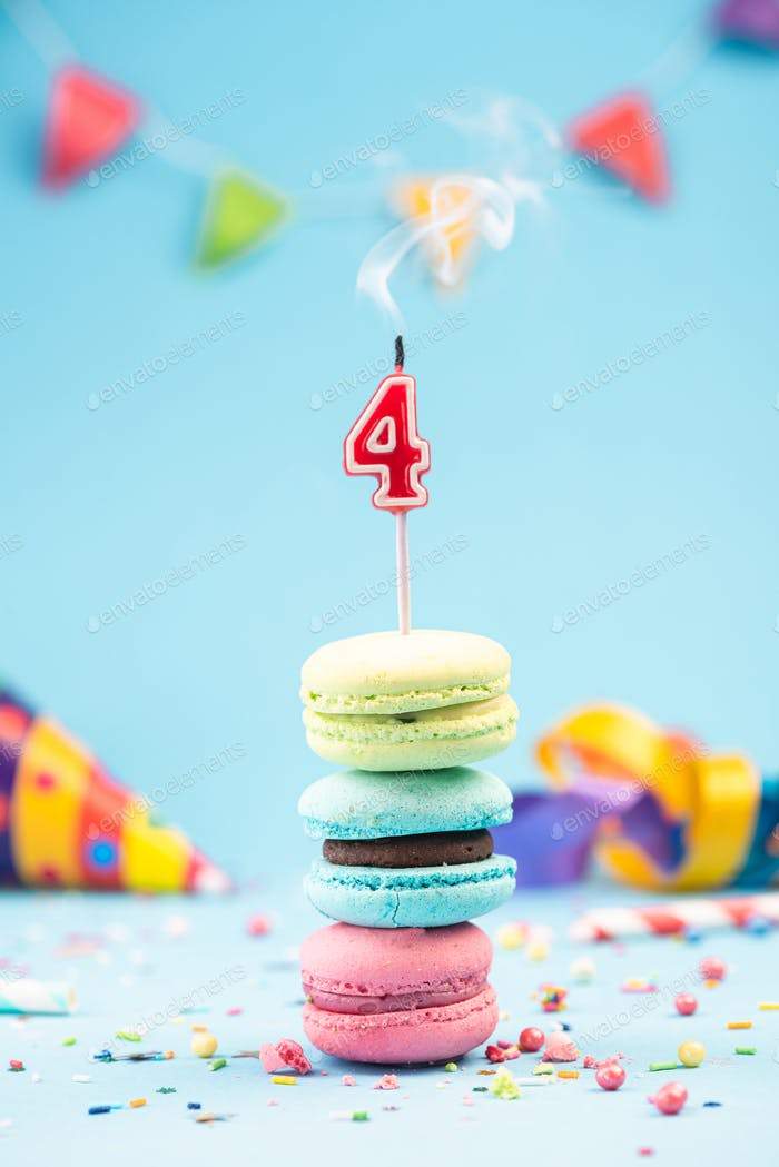 4. Geburtstagskarte mit Kerze ausgeblasen in buntem Maca