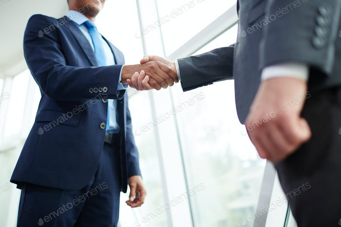 Apretón de manos de los socios