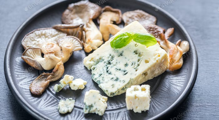 Blue cheese with walnuts and oyster mushrooms