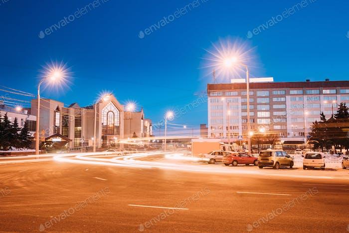 Gomel, Weißrussland. Bahnhof Gebäude und Hotel Am Morgen Oder