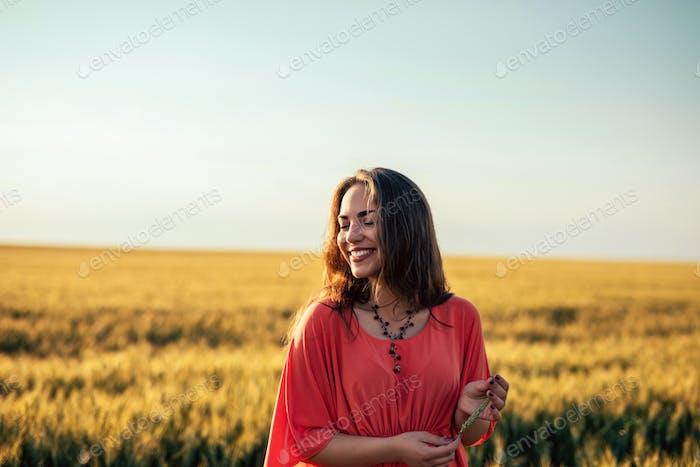 Glücklich auf den Feldern des Goldes!