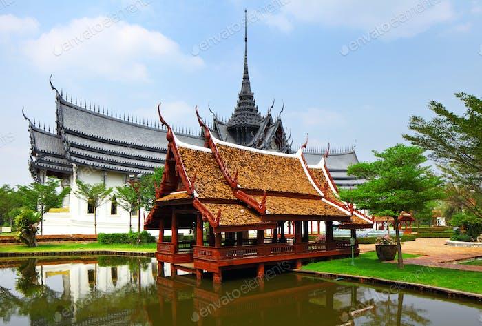 Pavillon im thailändischen Stil