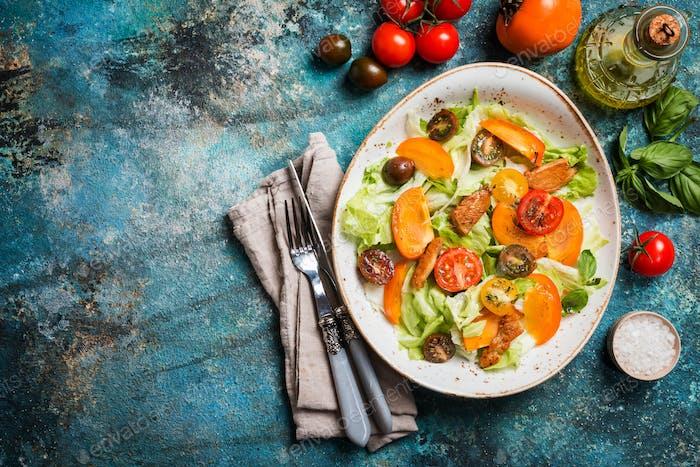 Frischer Salat mit Kaki